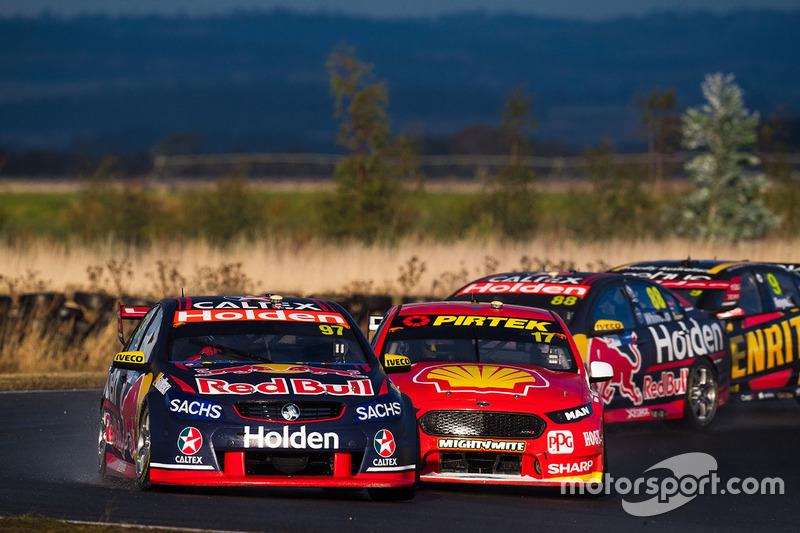 Shane van Gisbergen, Triple Eight Race Engineering, Holden; Scott McLaughlin, Team Penske, Ford