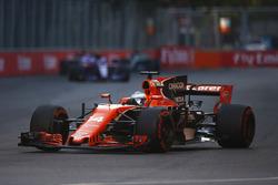Fernando Alonso, McLaren MCL32, Carlos Sainz Jr., Scuderia Toro Rosso STR12