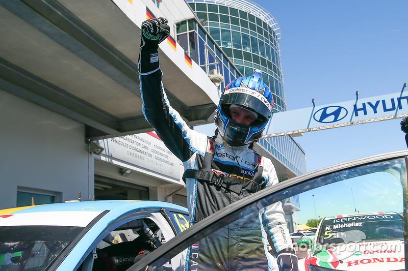 Ganador de la carrera Nicky Catsburg, Polestar Cyan Racing, Volvo S60 Polestar