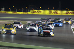 Tom Chilton, Sébastien Loeb Racing, Citroën C-Elysée WTCC leads Gabriele Tarquini, LADA Sport Rosneft, Lada Vesta