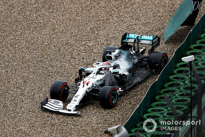Lewis Hamilton, Mercedes AMG F1 W10 crashes into the wall