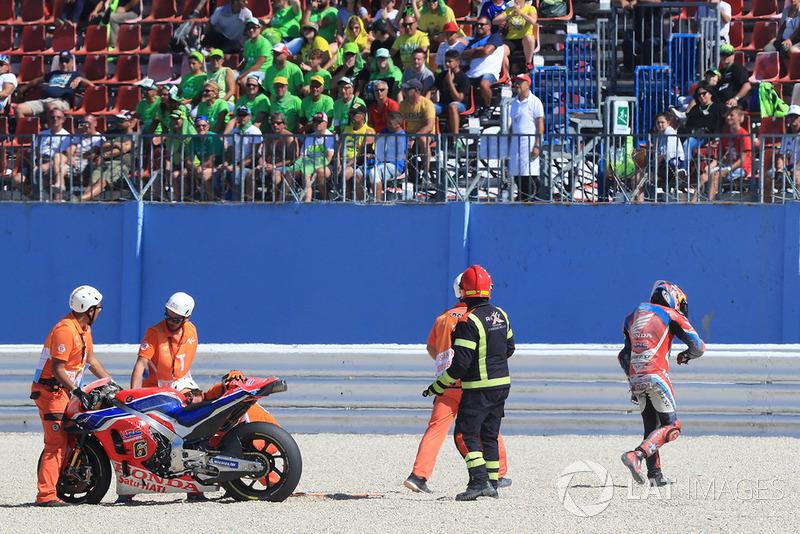 Stefan Bradl, HRC Honda Team, terjatuh