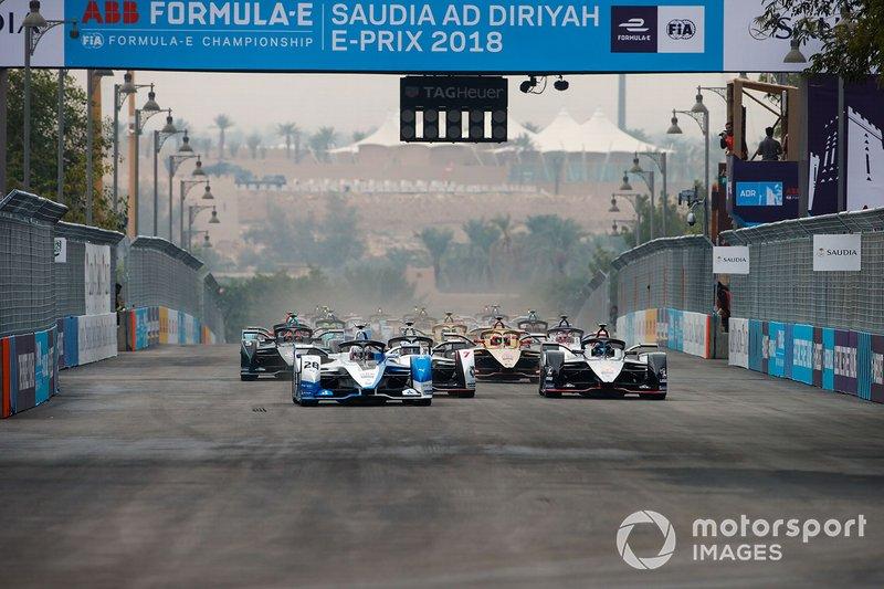 Antonio Felix da Costa, BMW I Andretti Motorsports, BMW iFE.18 Sébastien Buemi, Nissan e.Dams, Nissan IMO1, Jose Maria Lopez, GEOX Dragon Racing, Penske EV-3 at the start