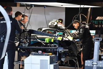 Mercedes-AMG F1 W09 EQ Power + in the garage