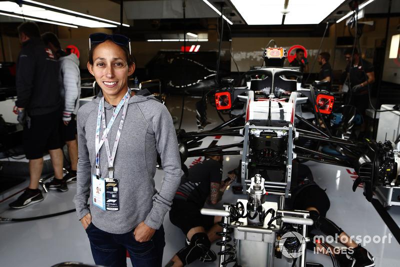 Runner Desiree Lindon visits the Haas F1 Team