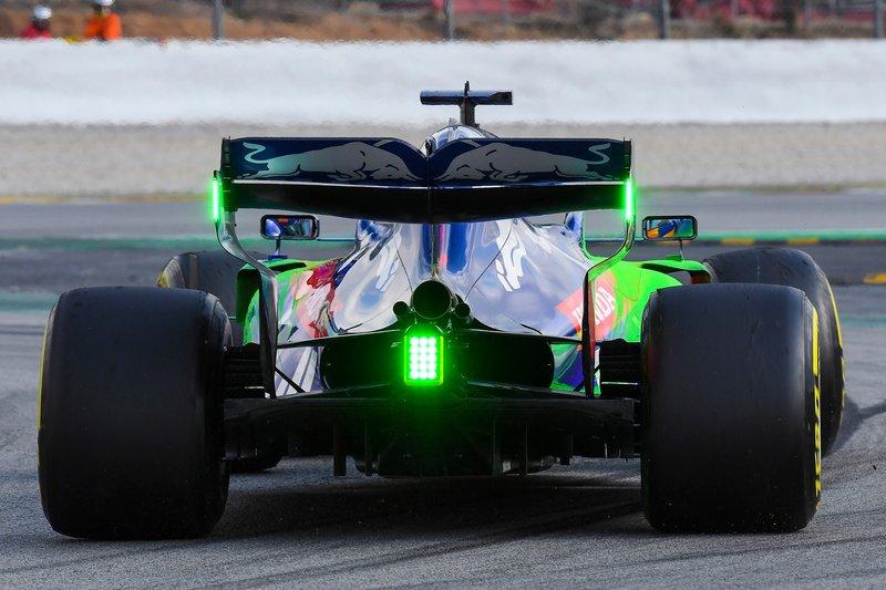 Alexander Albon, Scuderia Toro Rosso STR14, con parafina