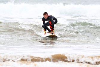 Pierre Gasly fa surf a Torquay