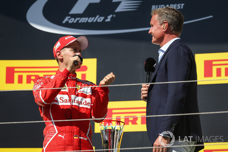 Podio: ganador de la carrera Sebastian Vettel, Ferrari con  David Coulthard,