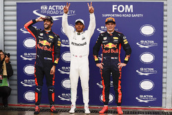 Polesitter Lewis Hamilton, Mercedes AMG F1, second place Max Verstappen, Red Bull Racing, third place Daniel Ricciardo, Red Bull Racing