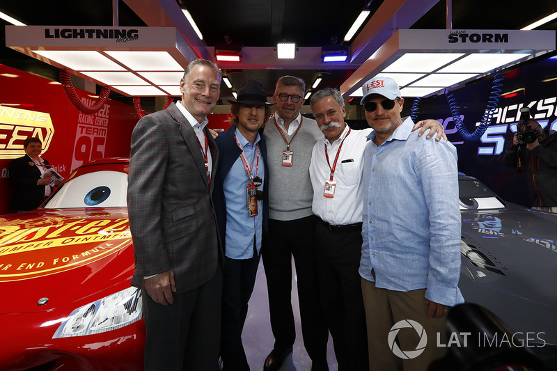 Sean Bratches, Formel-1-Marketingchef, Owen Wilson, Schauspieler, Ross Brawn, Formel-1-Motorsportchef, Chase Carey, Formel-1-Chef, Woody Harrelson, Schauspieler