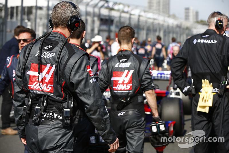 Haas F1 Team engineers on the grid