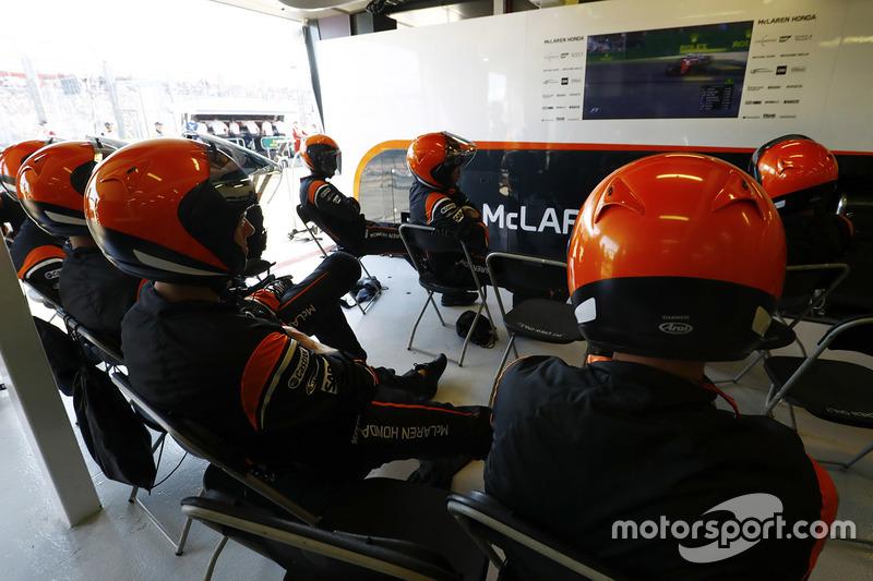 McLaren-Boxencrew