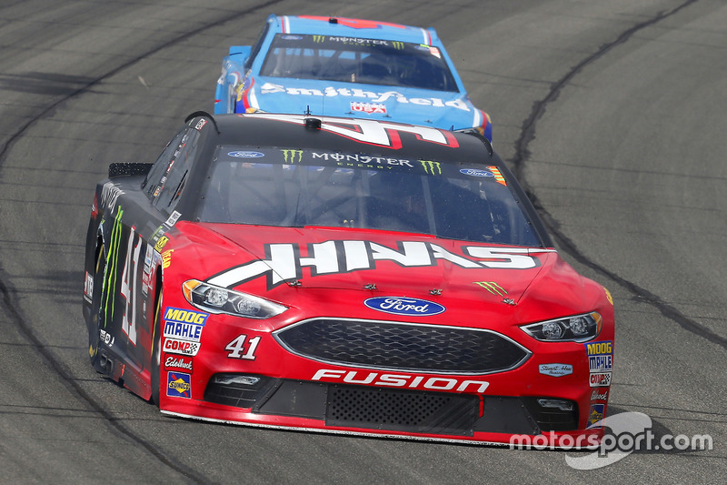 Kurt Busch, Stewart-Haas Racing, Ford; Aric Almirola, Richard Petty Motorsports, Ford