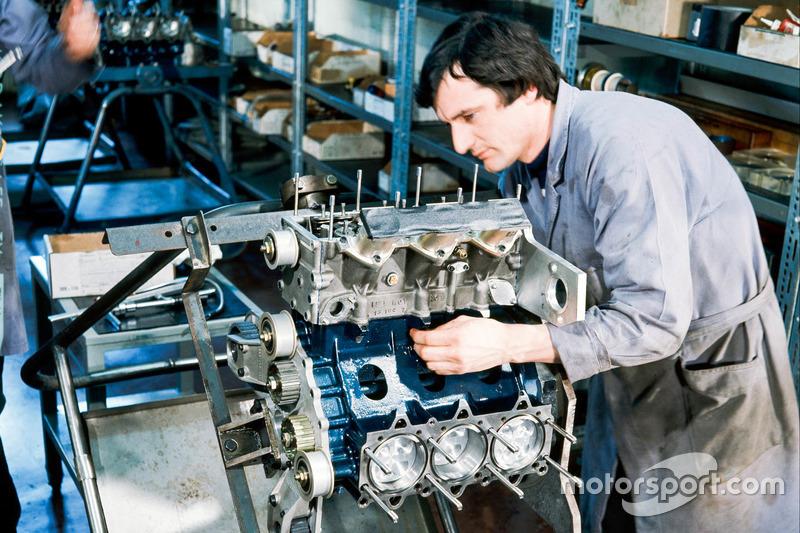Formula 1 engine build