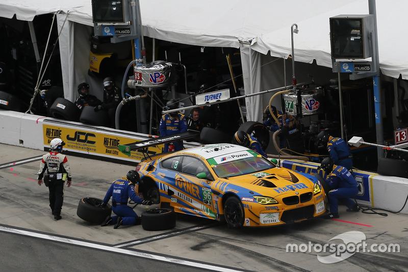 #96 Turner Motorsport BMW M6 GT3: Jens Klingmann, Justin Marks, Maxime Martin, Jesse Krohn, pit actie