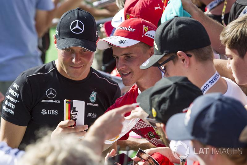 Valtteri Bottas, Mercedes AMG F1, mit Fans