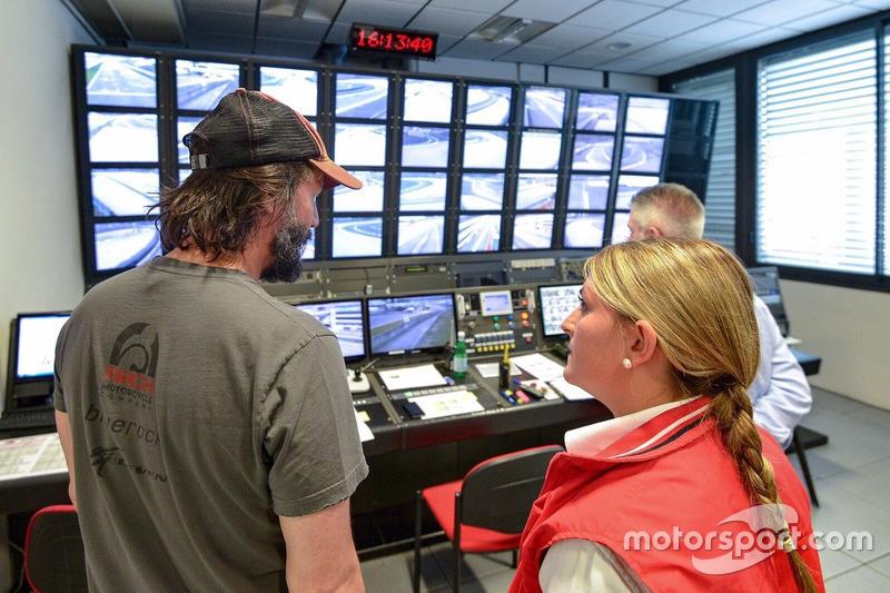 Keanu Reeves en el Race Control de Mugello