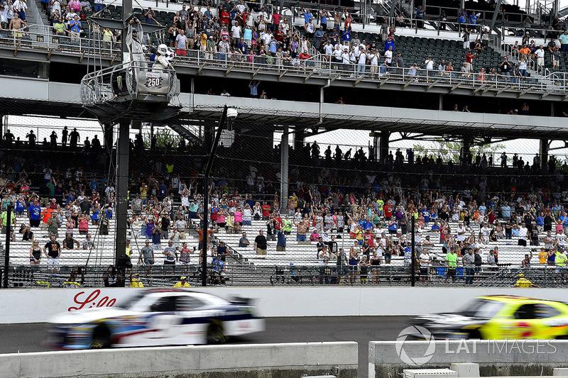 William Byron, JR Motorsports Chevrolet gana sobre Paul Menard, Richard Childress Racing Chevrolet