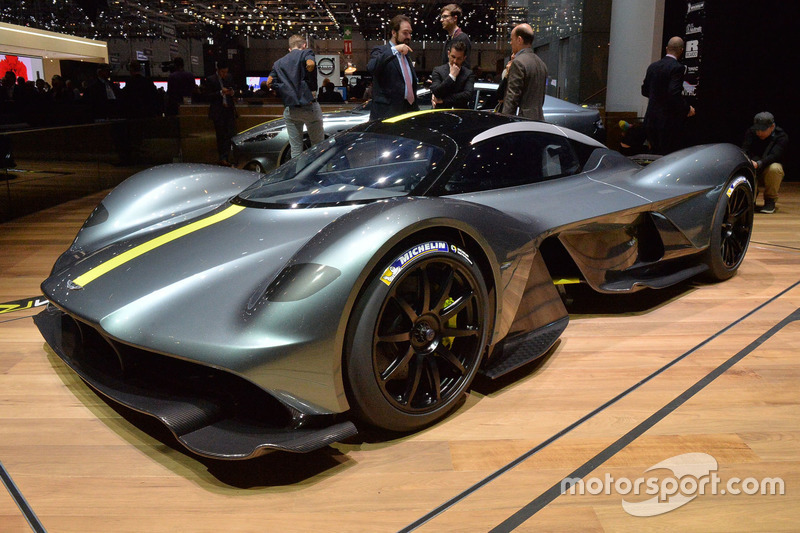 34. El superdeportivo Aston Martin Valkyrie