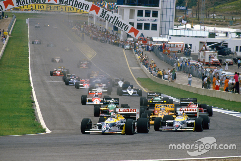 Nelson Piquet, Williams FW11B Honda and teammate Nigel Mansell, Williams FW11B Honda, lead Ayrton Senna, Lotus 99T Honda, at the start