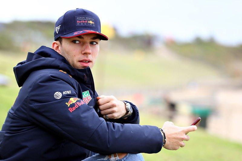 Pierre Gasly, Red Bull Racing se prepara para ir a surfear