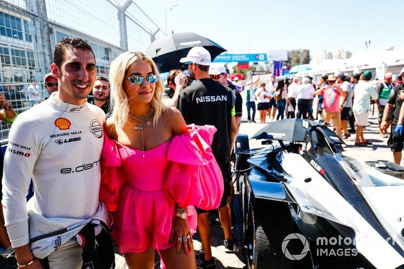 Sébastien Buemi, Nissan e.Dams, with singer Rita Ora on the grid