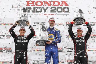 Podio: segundo puesto Robert Wickens, Schmidt Peterson Motorsports Honda, ganador Alexander Rossi, Andretti Autosport Honda, tercer puesto Will Power, Team Penske Chevrolet