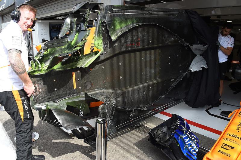 McLaren MCL33 floor with aero paint