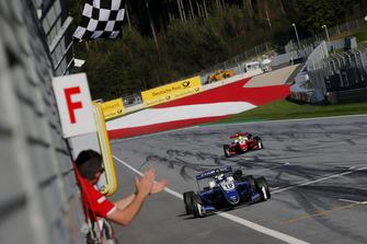 Победитель Роберт Шварцман, Prema Theodore Racing, Dallara F317 Mercedes-Benz