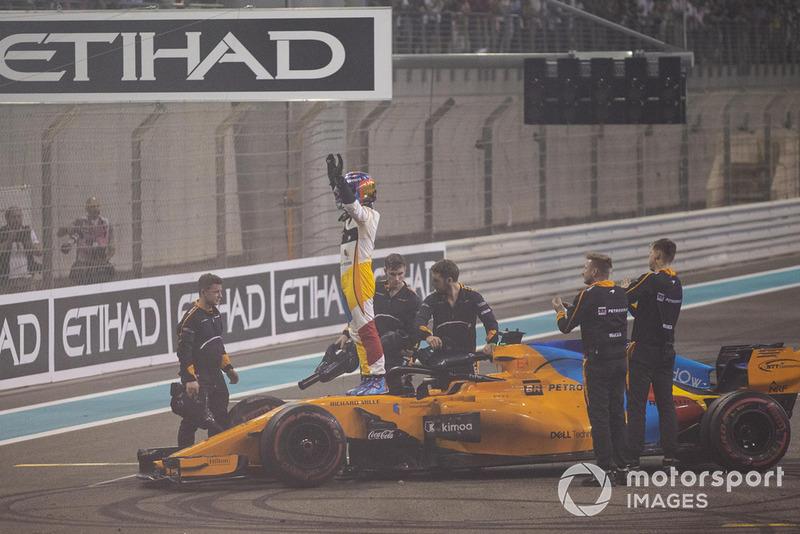 Fernando Alonso, McLaren MCL33, festeggia nel parco chiuso