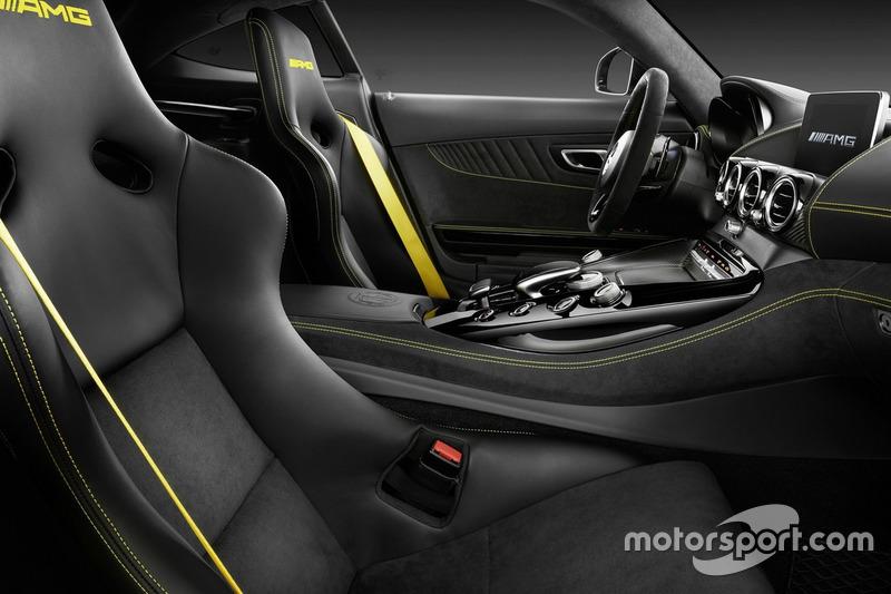 Mercedes AMG GT R iç tasarım
