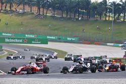 Kimi Raikkonen, Ferrari SF16-H and Jenson Button, McLaren MP4-31 at the start of the race