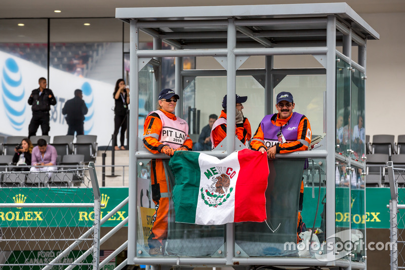 Track marshals before the race