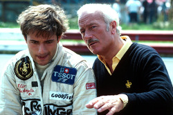 Elio de Angelis, Colin Chapman, Team Lotus