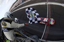 Kyle Busch, Joe Gibbs Racing Toyota takes the checkered flag