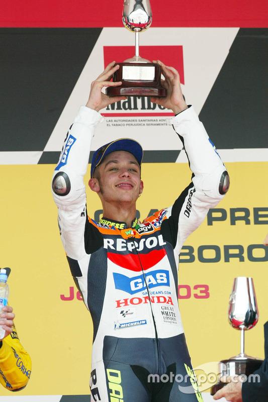 Podium : Valentino Rossi, Repsol Honda Team, fête sa victoire