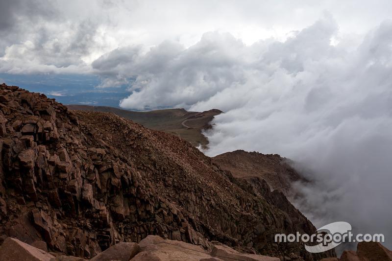 Las nubes cubren el Pikes Peak