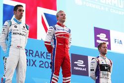 Podio: il vincitore della gara Felix Rosenqvist, Mahindra Racing, il secondo classificato Sébastien Buemi, Renault e.Dams, il terzo classificato Sam Bird, DS Virgin Racing, festeggiano sul podio