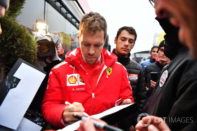 Sebastian Vettel, Ferrari signs auotgraph
