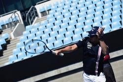 Sergio Perez, Force India joue au tennis