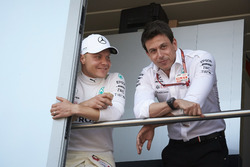 Valtteri Bottas, Mercedes AMG F1, with Toto Wolff, Executive Director (Business), Mercedes AMG