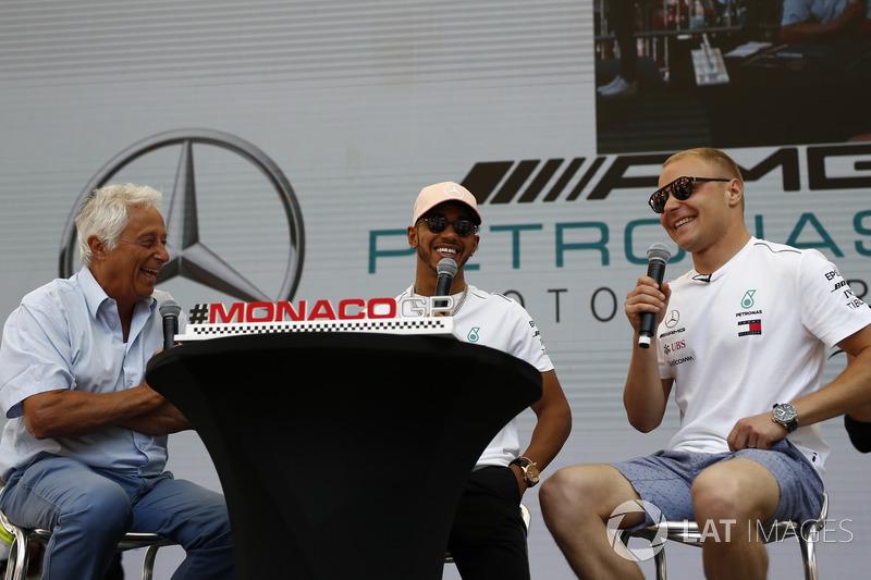Lewis Hamilton, Mercedes-AMG F1 et Valtteri Bottas, Mercedes-AMG F1 avec Bob Constanduros, sur scène