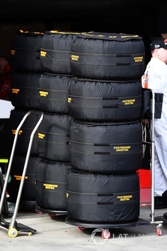 Pirelli tyres in warmers