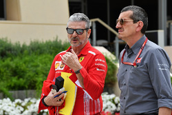 Maurizio Arrivabene, Ferrari Team Principal and Guenther Steiner, Haas F1 Team Principal