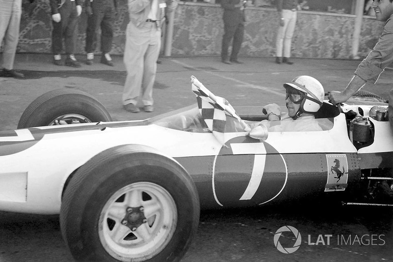Dünya Şampiyonu John Surtees, Ferrari