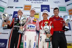 Podyum: Yarış galibi Maximilian Günther, Prema Powerteam Dallara F317 - Mercedes-Benz, 2. Joel Eriksson, Motopark Dallara F317 - Volkswagen, 3. Guan Yu Zhou, Prema Powerteam, Dallara F317 - Mercedes-Benz