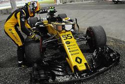 Carlos Sainz Jr., Renault Sport F1 Team RS17 retires