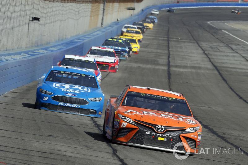 Daniel Suarez, Joe Gibbs Racing, Toyota Camry ARRIS and Ryan Blaney, Team Penske, Ford Fusion PPG