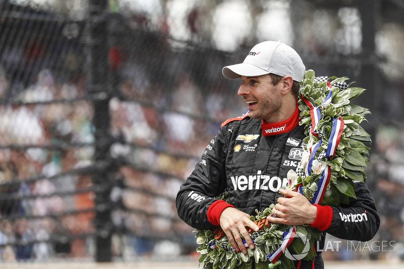 """""""Eu já tive tantas vitórias, tantas poles, mas todo mundo sempre fala sobre as 500 Milhas... Eu nunca pensei que ganharia na frente de tanta gente. A Indy 500 é incrível. Eu amo isso."""""""