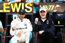 Lewis Hamilton, Mercedes AMG F1, 1st position, Valtteri Bottas, Mercedes AMG F1, 2nd position, celebrate with the Mercedes team